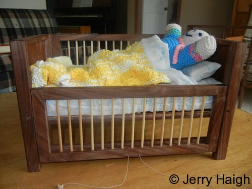 dolls-crib-with-drop-side
